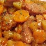 Ragoût de porc avec carottes et pommes de terre